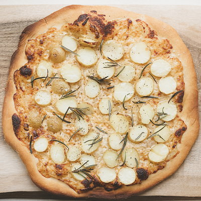 Potato pizza recipe (with creamy onions and gruyere cheese base)