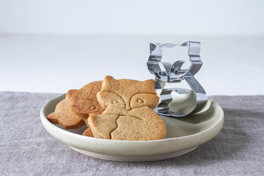A Bit of Holiday Baking: Gingerbread Biscuits Recipe