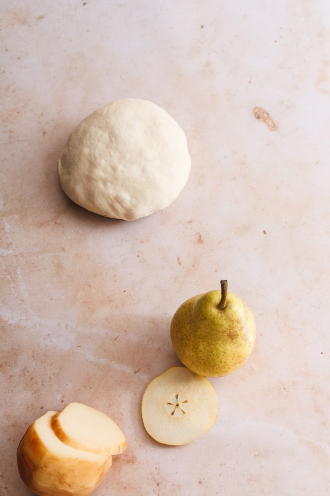 Pear and Smoked Scamorza Pizza Recipe