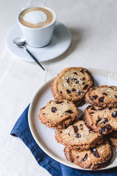 Salted Butter Chocolate Chunks Shortbread Cookies - Photography: Yolene Dabreteau